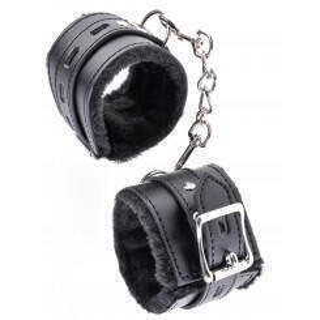 Наручники на цепочке Fetish Fantasy Limited Edition Cumfy Cuffs  с мехом, черные